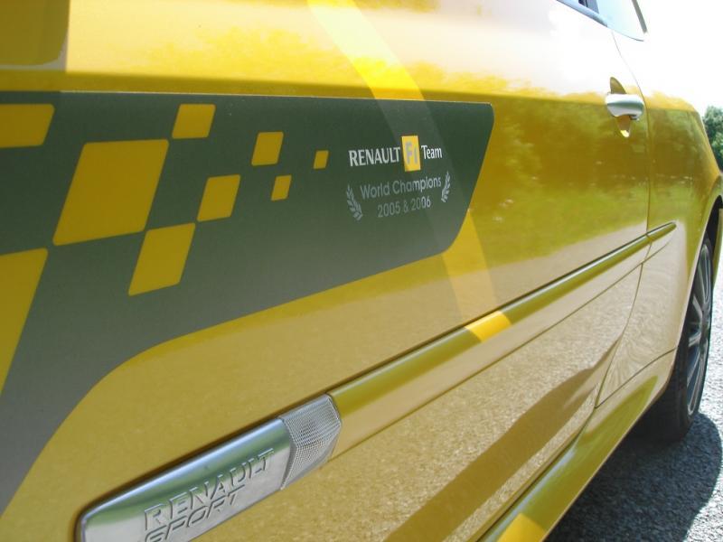 [tonlu]Clio 3 RS F1 team (R27) Dsc04148-4594d4a
