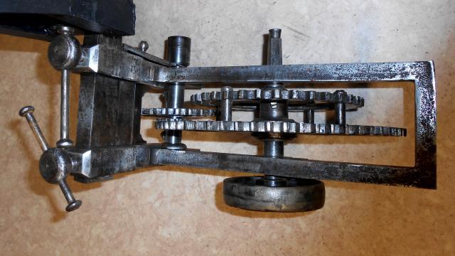 outils anciens art populaire machine pour remonter les contre poids d 39 horloge des glises. Black Bedroom Furniture Sets. Home Design Ideas