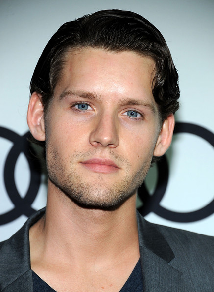 The 28-year old son of father (?) and mother(?), 183 cm tall Luke Kleintank in 2018 photo