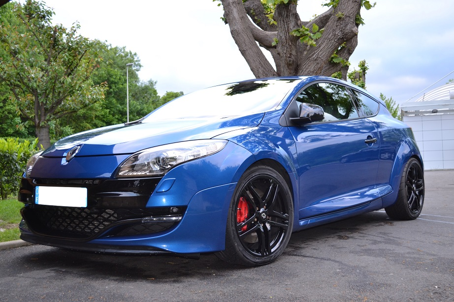megane 3 rs bleu extr me trip to the n rburgring photos vid os clio rs concept. Black Bedroom Furniture Sets. Home Design Ideas