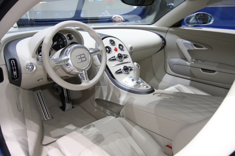 Pr sentation de la veyron for Interieur bugatti chiron