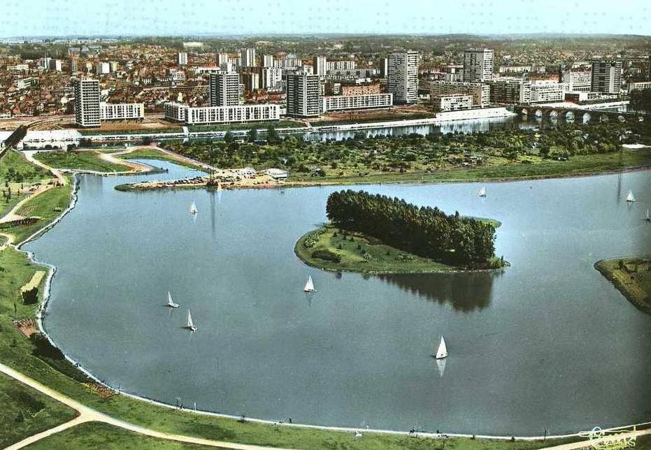 Touraine insolite parc du lac de la bergeronnerie for Piscine du lac tours
