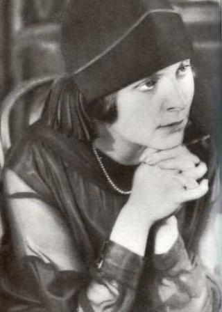 Une petite histoire par jour (La France Pittoresque) - Page 9 Elsa-triolet-1925-54a796d