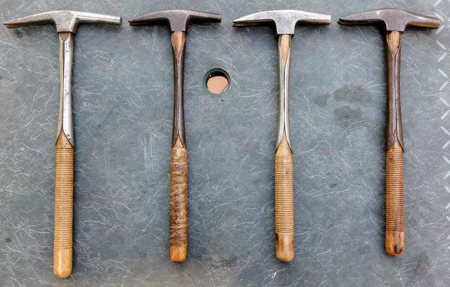 marteau ancien de tapissier