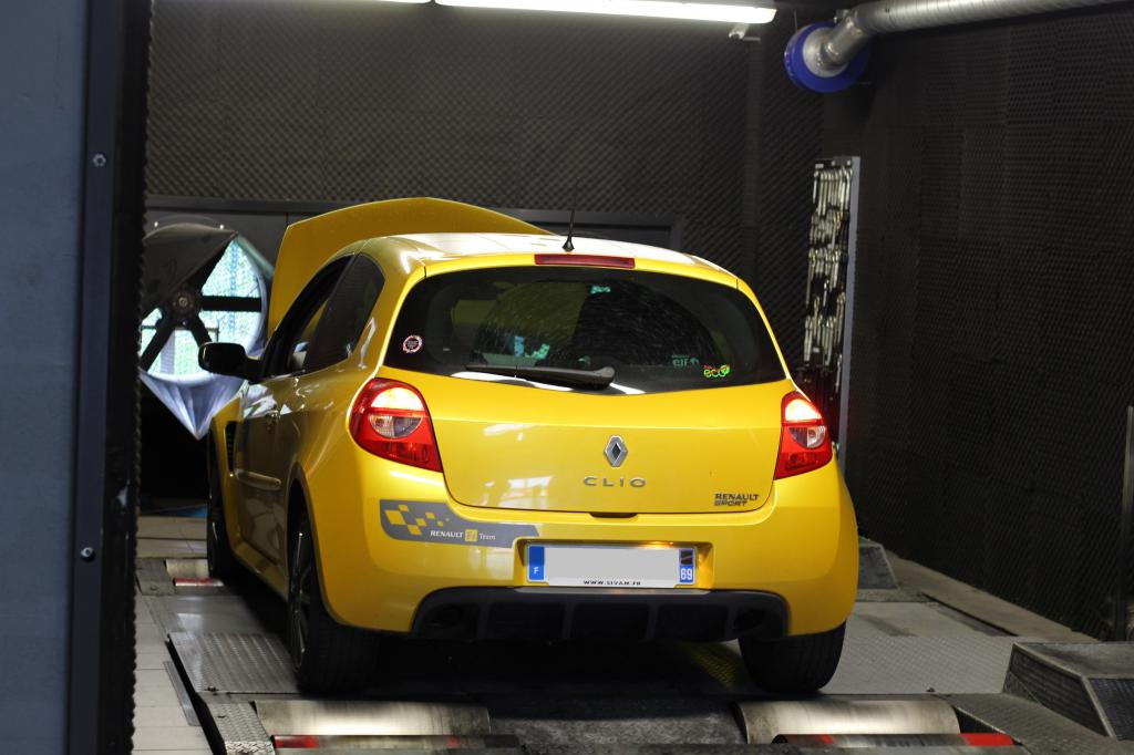 [tonlu]Clio 3 RS F1 team (R27) - Page 3 Img_2139-4d8a59d