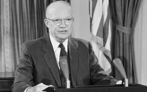 ephemeride - Page 3 Eisenhower-54440a1