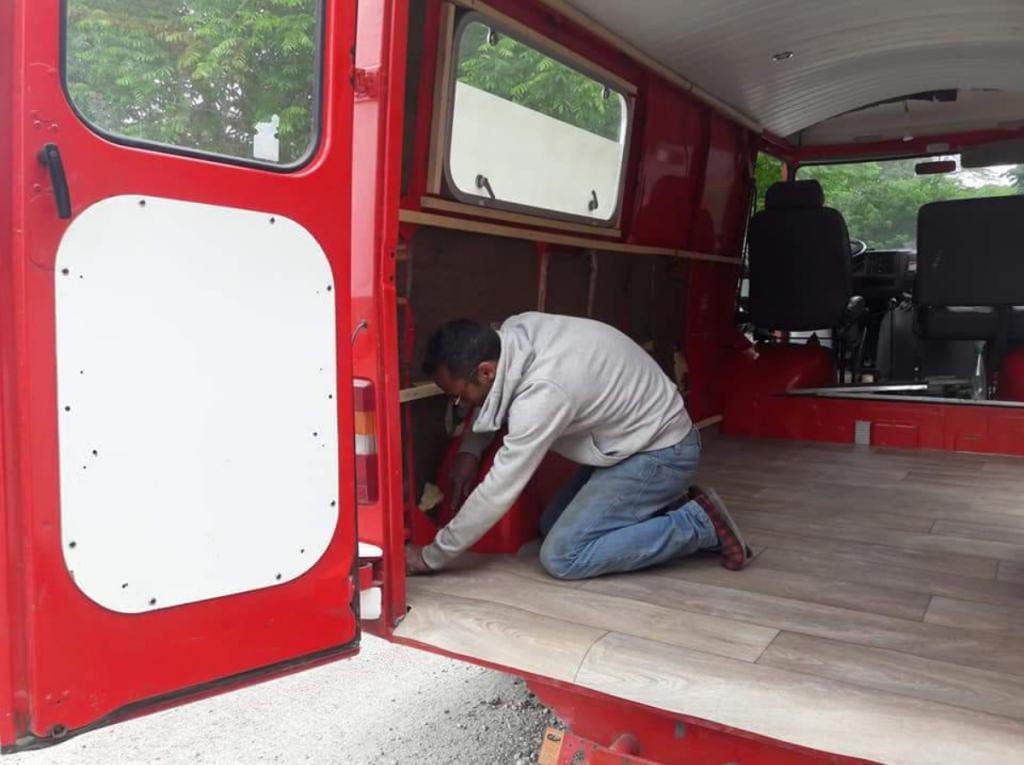 plan te peugeot j7 j9 transformation d 39 un ambulance en van am nag. Black Bedroom Furniture Sets. Home Design Ideas