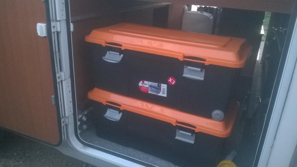 forum camping car par marque amenagement soute yearling 74g. Black Bedroom Furniture Sets. Home Design Ideas
