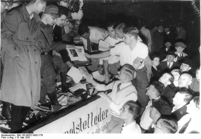Une petite histoire par jour (La France Pittoresque) - Page 7 Bundesarchiv_bild...brennung-54724aa