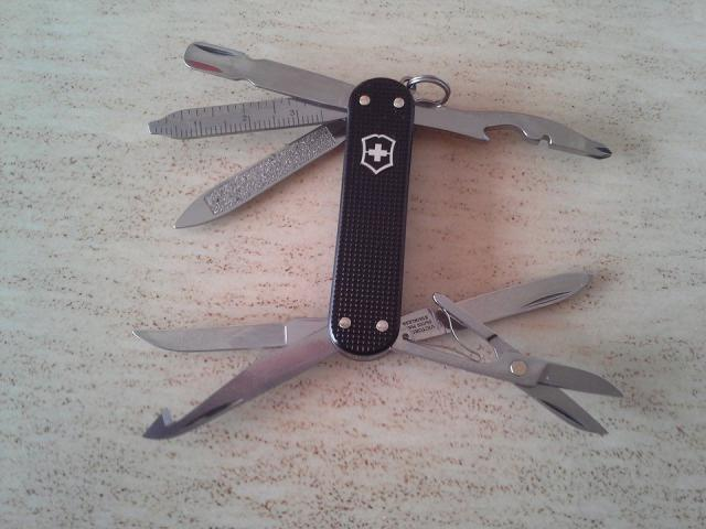 Ma collection Victorinox et wenger. [par Lucke] 10301053_10203222...785639_n-4a1e72c