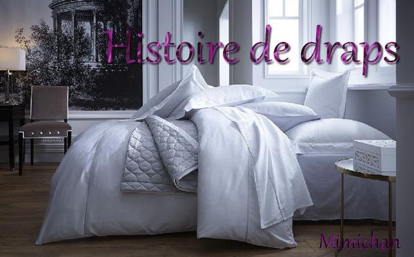 lit, coussins et draps blancs