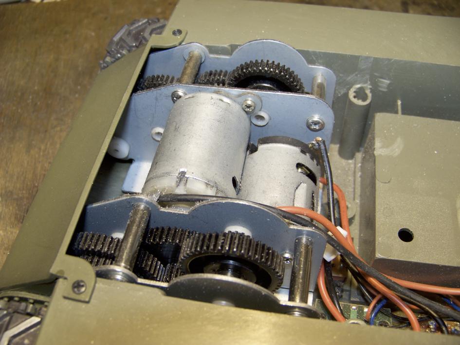 "M7 B1 105 Howitzer Gun Motor Carriage ""Priest"" - Heng Long - 1/16e - Page 2 103_4004-4ddeea2"