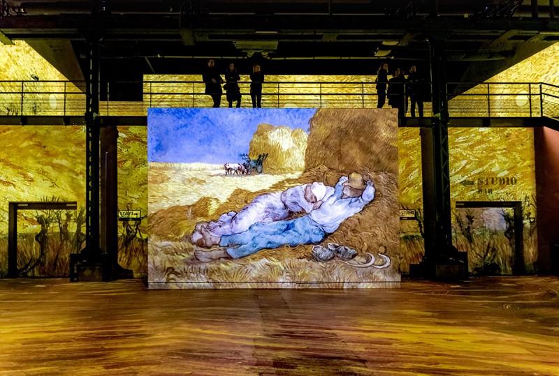 L'atelier des lumières fait le buzz avec Van Gogh Paysans-meule-de-...76561329-55d2d54