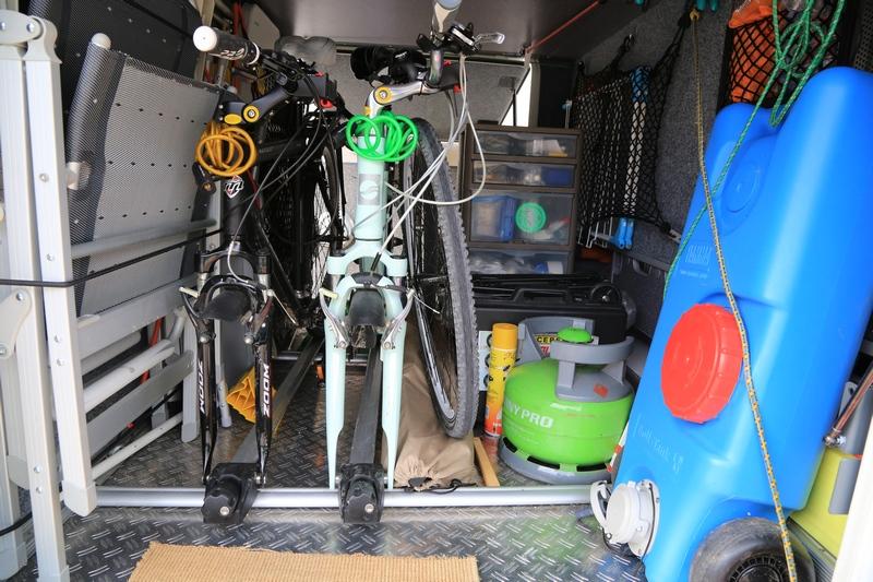 forum camping car par marque les velos et moto dans nos cc. Black Bedroom Furniture Sets. Home Design Ideas