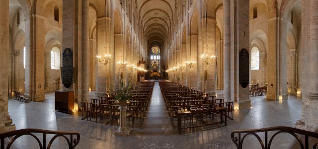 Une petite histoire par jour (La France Pittoresque) - Page 7 Nave_of_basilica_...12-08-24-5486920