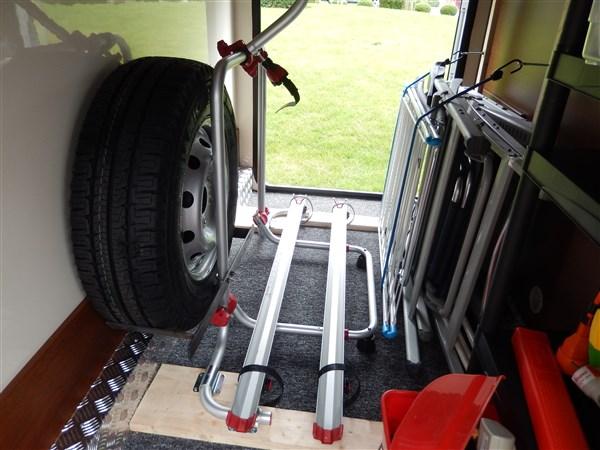 Forum camping-car par marque :: agencement de soute elnagh ou mc louis G73 1mx0.9