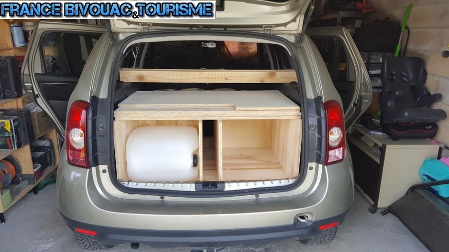 france bivouac et tourisme dacia duster am nagement caisson de coffre dormir dans suv. Black Bedroom Furniture Sets. Home Design Ideas
