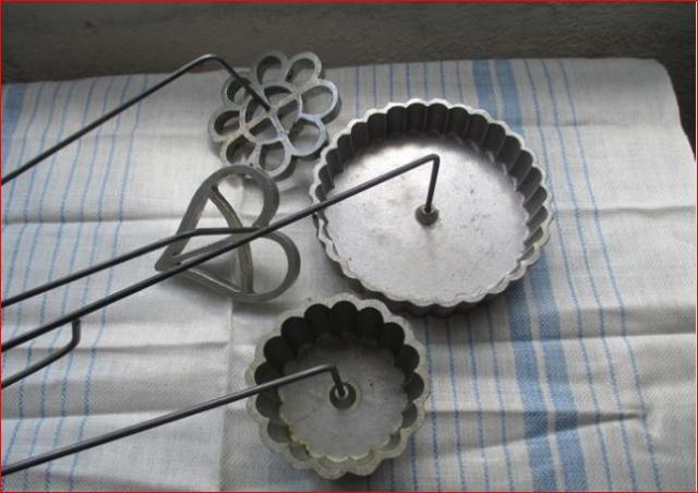 outils anciens art populaire pour fer beignets. Black Bedroom Furniture Sets. Home Design Ideas