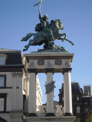Une petite histoire par jour (La France Pittoresque) - Page 12 Jaude_statue2-54e2325