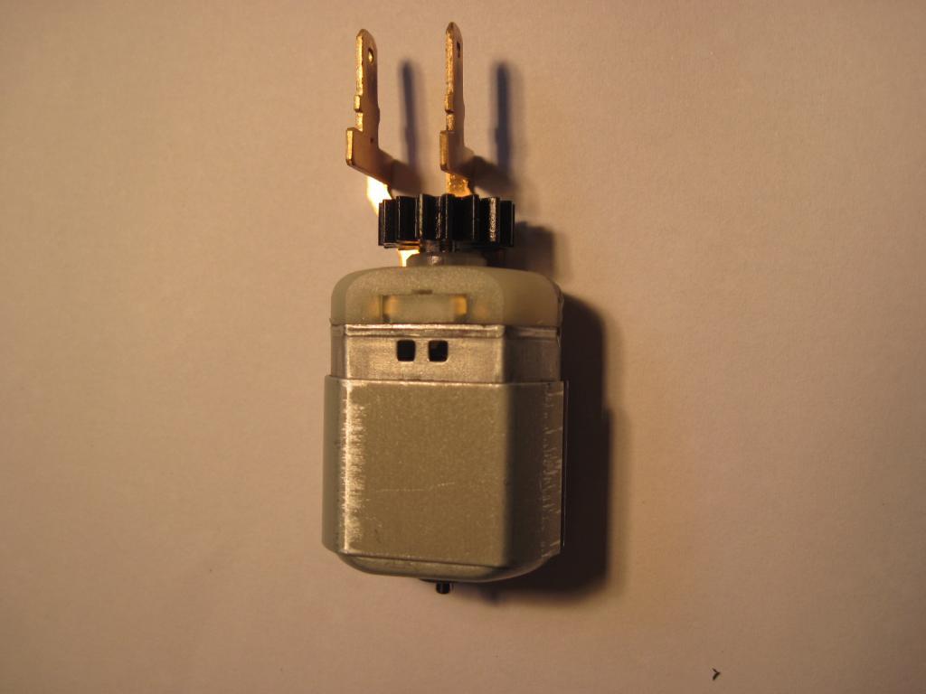 [TUTO] réparation moteur de trappe a carburant safrane  Img_0012-4ca7943
