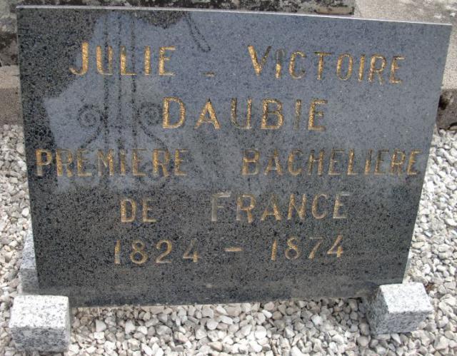 Une petite histoire par jour (La France Pittoresque) - Page 12 Julie-victoire-daubie-7-54f1b84