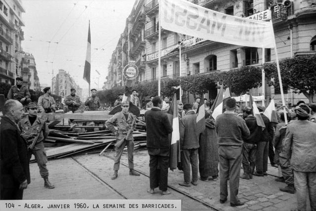 Une petite histoire par jour (La France Pittoresque) - Page 2 A_1960_01_alger_barricade-53d5bae