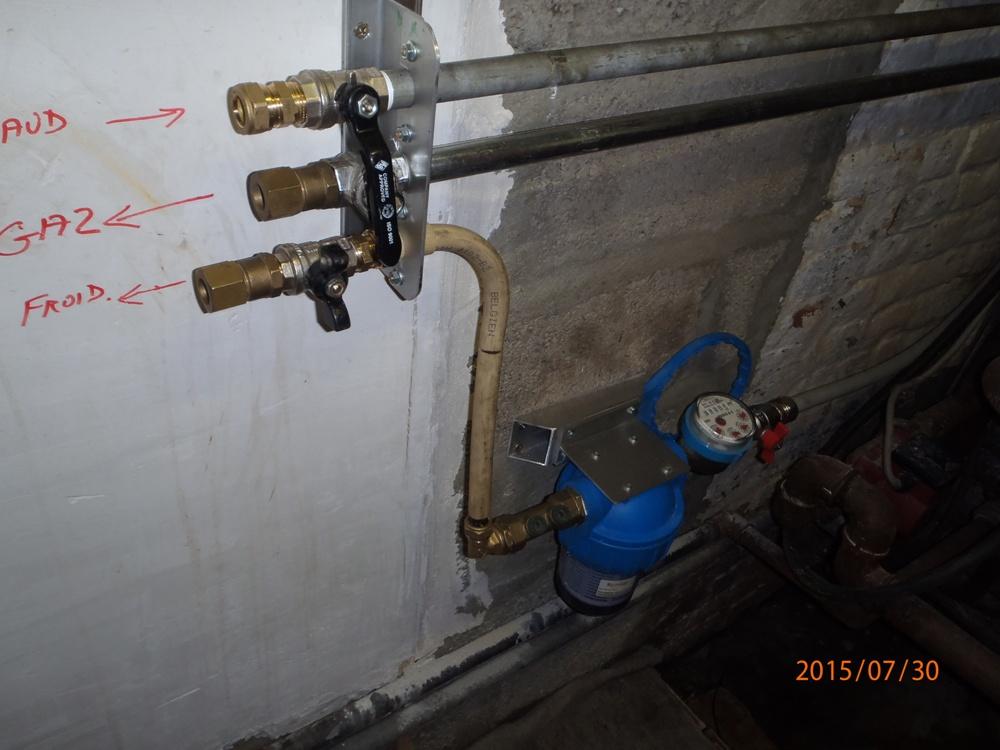 cherche pièce qui tient le haut du radiateur S1  P7300001-4c34c4b