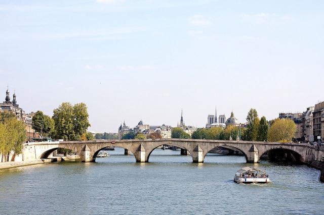 Une petite histoire par jour (La France Pittoresque) - Page 3 1280px-pont_royal_2009-53fd359