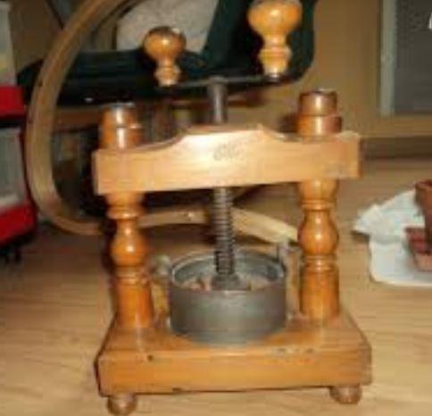 Outils anciens art populaire meuble de for Ancien pressoir de la maison jaune