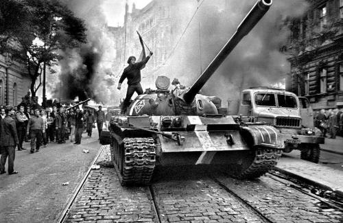 ephemeride - Page 9 Soviet-invasion-c...kia-1968-54f922d