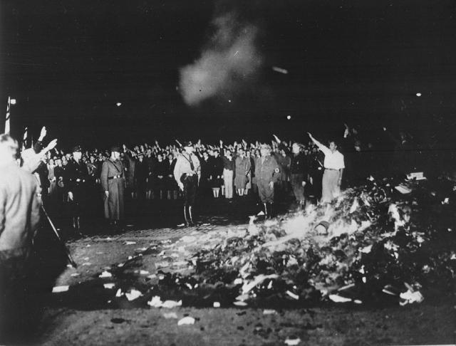 Une petite histoire par jour (La France Pittoresque) - Page 7 Bundesarchiv_bild...brennung-547248a