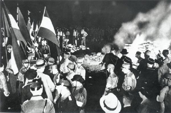 Une petite histoire par jour (La France Pittoresque) - Page 7 Nazisme_autodafe1933-54724a0