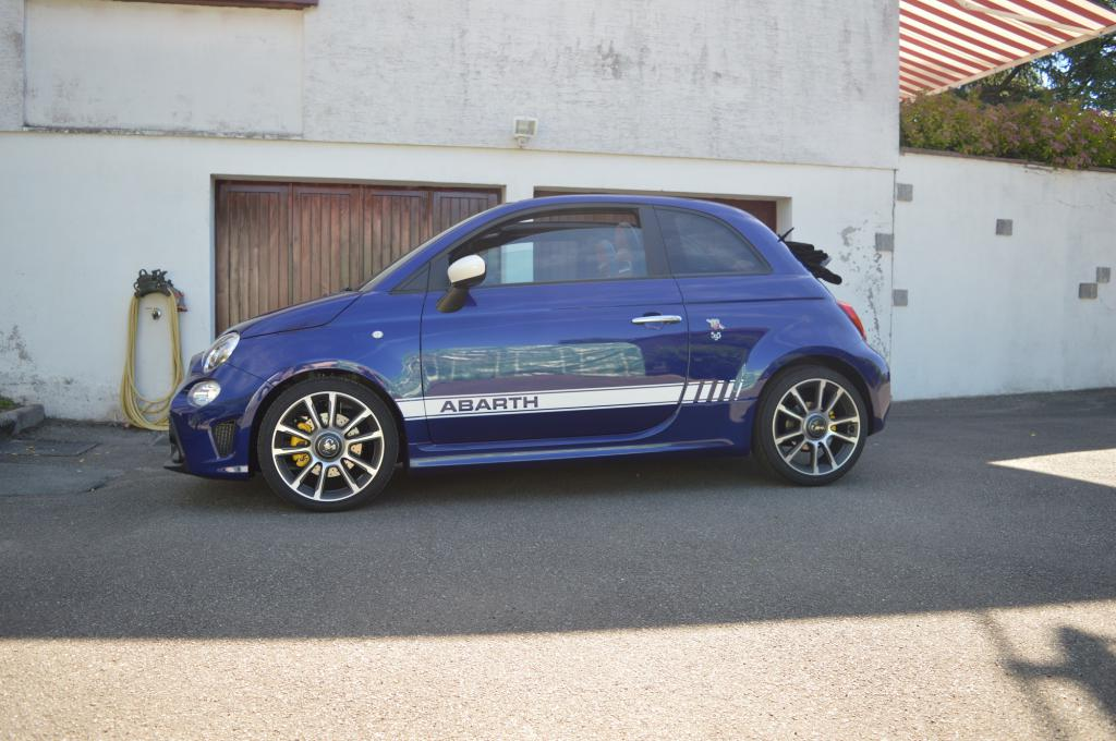 abarth assetto corse    595c turismo bleu podio  u00e0 la casa