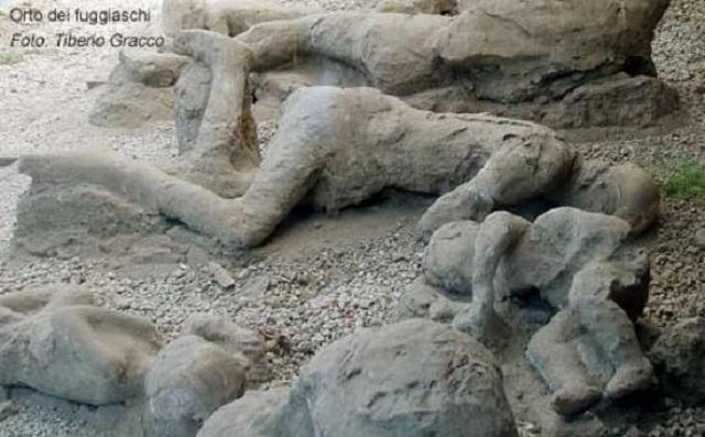Une petite histoire par jour (La France Pittoresque) - Page 13 Gaia-guide-pompei-day-54fad63