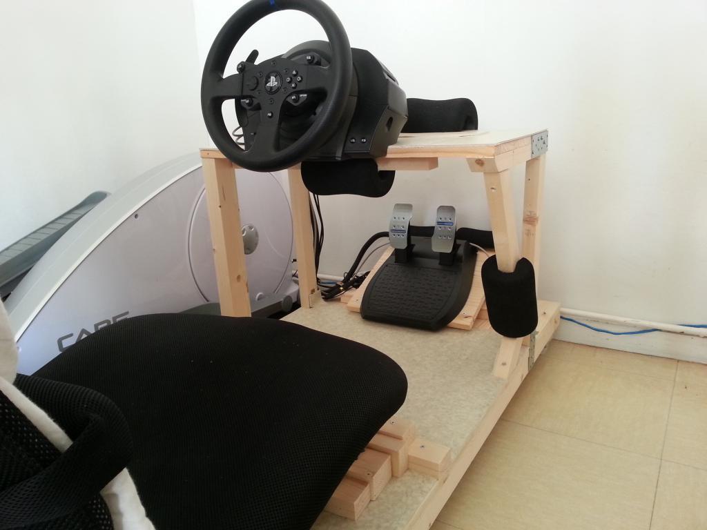 test volant thrustmaster t300 rs topic unique jeux loisirs forum le grand forum. Black Bedroom Furniture Sets. Home Design Ideas