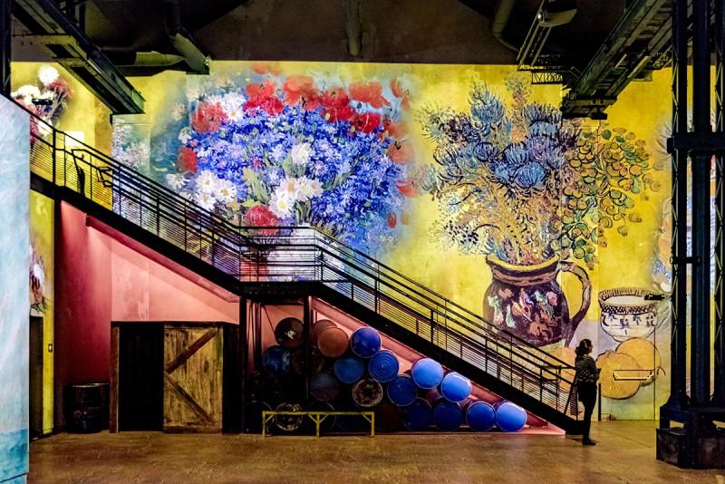 L'atelier des lumières fait le buzz avec Van Gogh Van-gogh-fleurs-a...76847997-55d2d3a