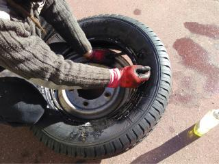 plan te peugeot j7 j9 tuto monter un pneu neuf sur jante. Black Bedroom Furniture Sets. Home Design Ideas
