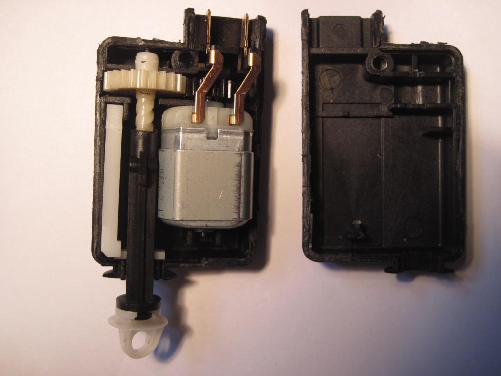 [TUTO] réparation moteur de trappe a carburant safrane  Img_0011-4ca7941