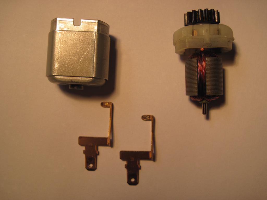 [TUTO] réparation moteur de trappe a carburant safrane  Img_0013-4ca7964