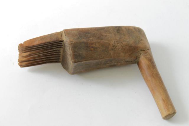 Outils anciens art populaire identifi peigne de - Outils de tapissier ...