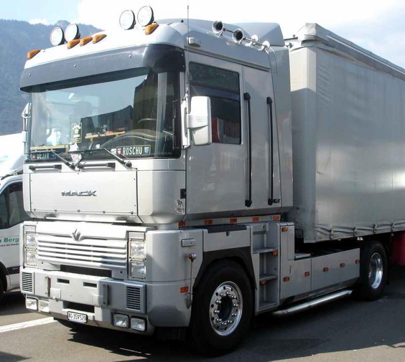 L amerique a sancoins camions americain for Interieur camion renault t