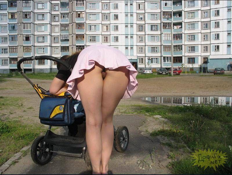 фото девушек на улице голышом