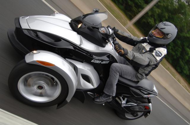 forum moto daelim roadsport vjf i et roadwin 125 gc avec permis b. Black Bedroom Furniture Sets. Home Design Ideas