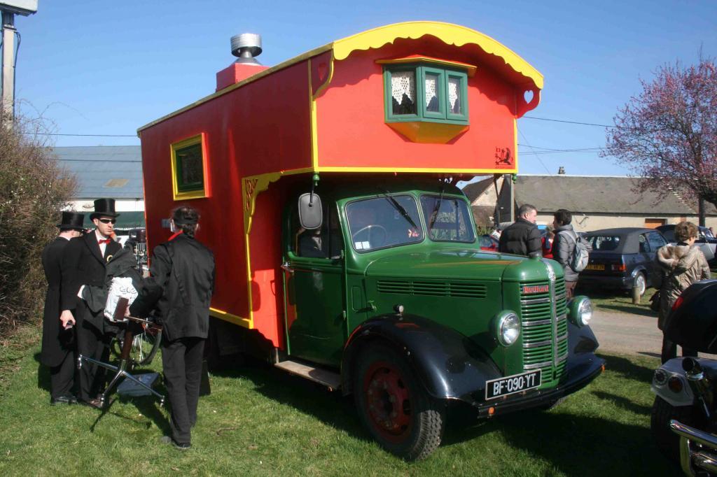 camping car europe mod le 1949 sur bedford. Black Bedroom Furniture Sets. Home Design Ideas