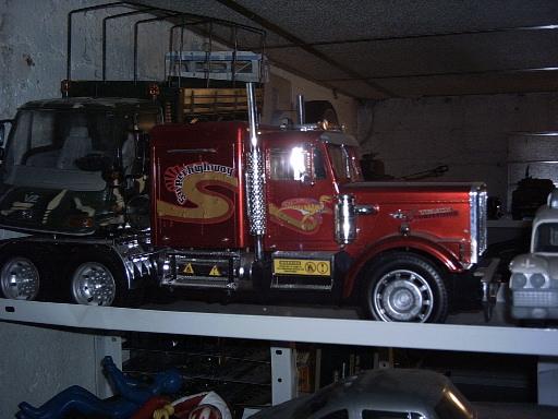 maquette camion 1 8. Black Bedroom Furniture Sets. Home Design Ideas