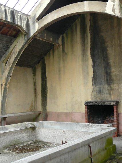 Les lavoirs de bourgogne le lavoir de tonnerre dit la for Fenetre cassee