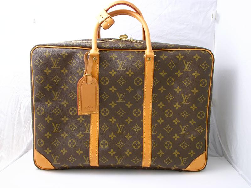 d62bebd0ecc4 Les bagages, sacs, valises etc, jusqu aux plus petits objets tels des  porte-clefs sont dimensionnés en fonction.