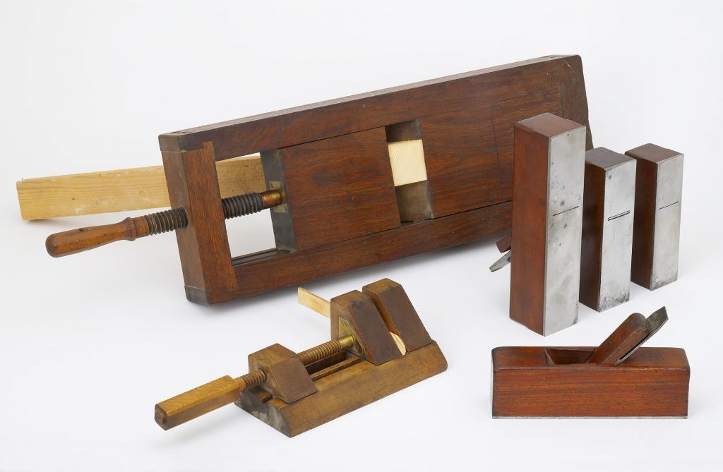 Outils anciens art populaire outils de menuisier - Outil de menuisier ...