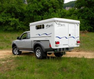 le 4x4 se compose d 39 un pickup associ une cellule. Black Bedroom Furniture Sets. Home Design Ideas