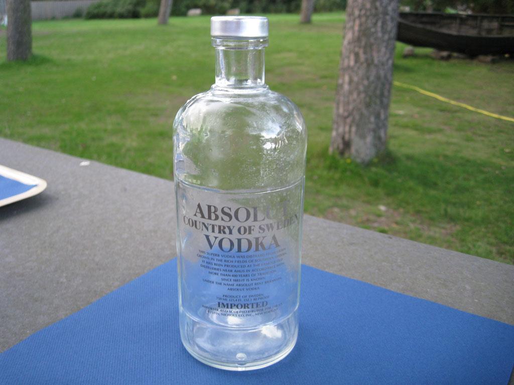 Большая Бутылка Водки С Доставкой